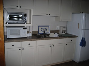 Kitchenette area with full size refrigerator